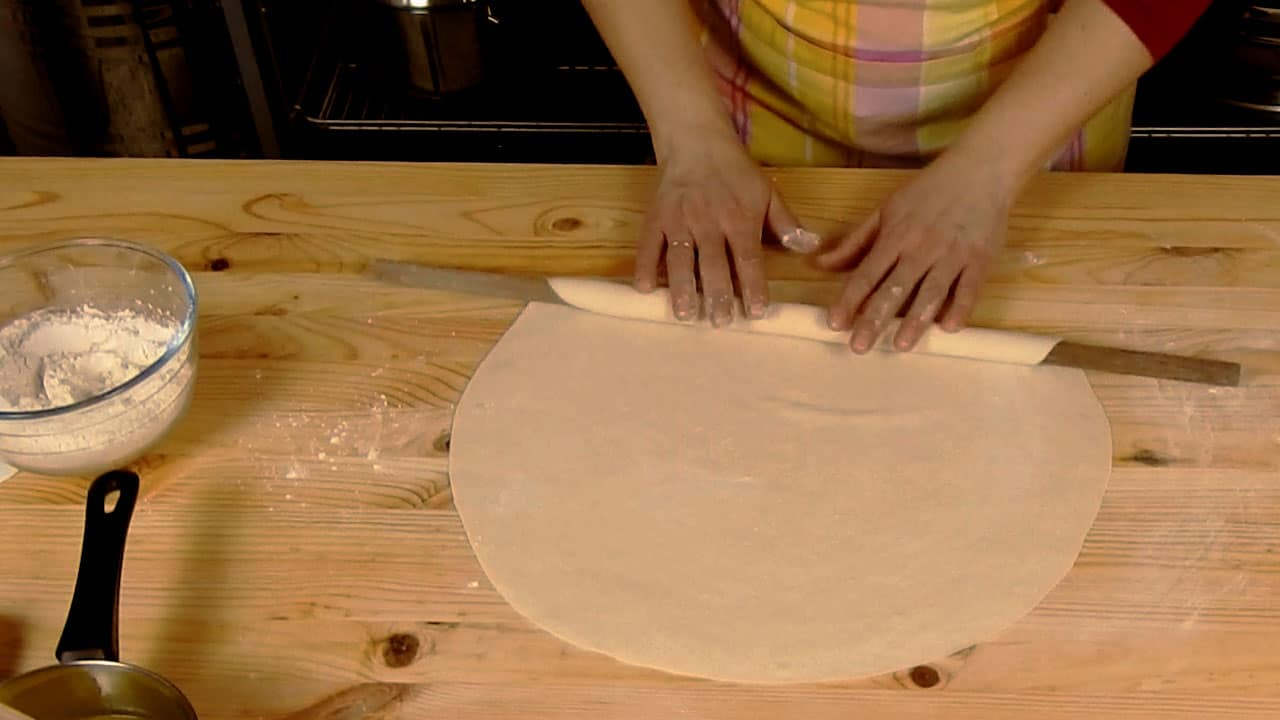 How-to-roll-out-pastry-sheets