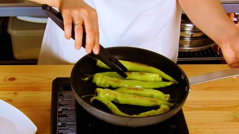 How to Roast Peppers in a Pan