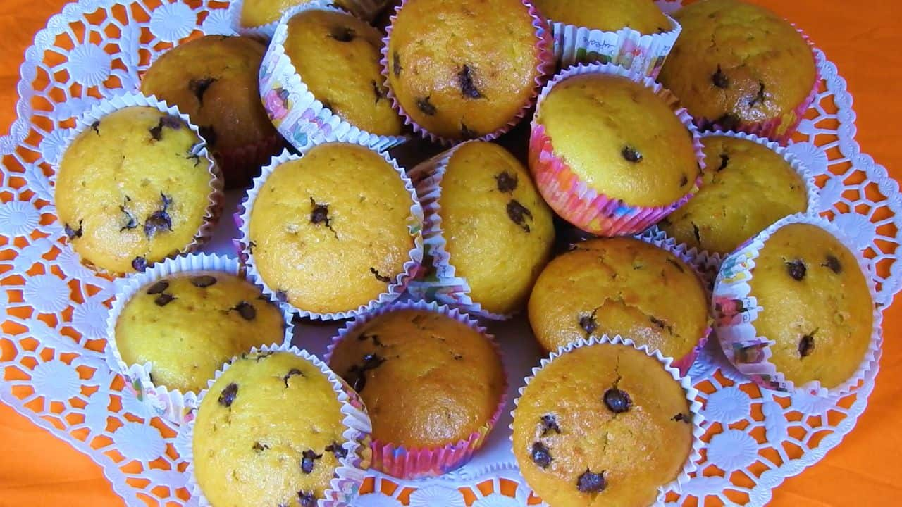Whole-orange-muffins-with-chocolate-chips