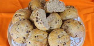 Whole-Wheat-Olive-Buns-with-Herbs
