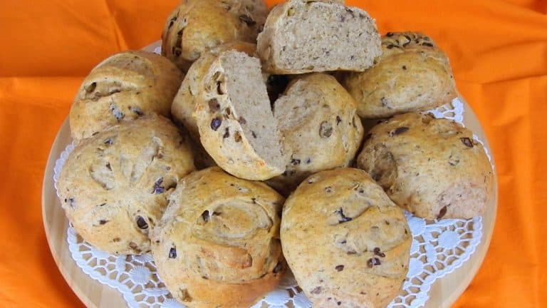 Whole Wheat Olive Buns with Herbs