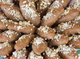 Greek-Traditional-Christmas-Honey-Cookies-Melomakarona