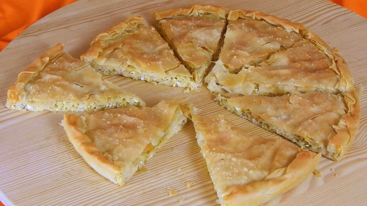Hot-leek-pie-with-parmesan-and-tirokafteri