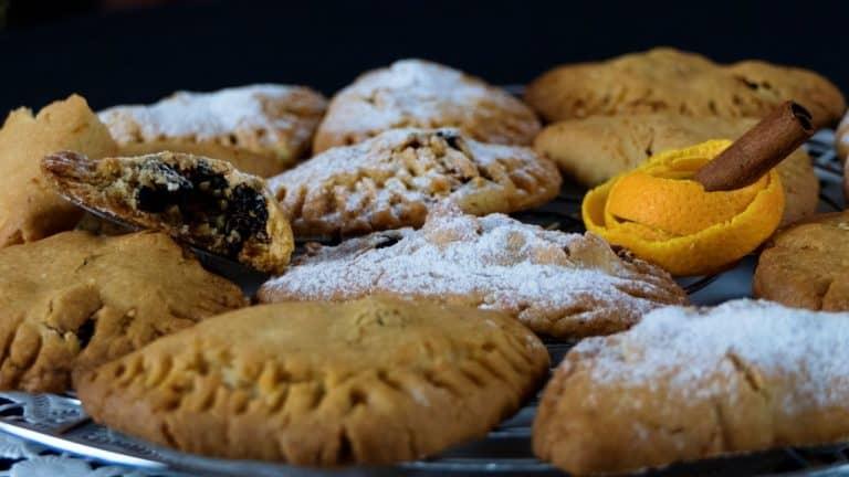 Skaltsounia – Fasting Stuffed Biscuits with Walnuts Sesame & Raisins